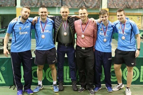 Zľava: Pavel Petráš, Radoslav Blažek, Marián Kapusta, Milan Mariak, Radovan Cyprich a Samuel Cyprich.