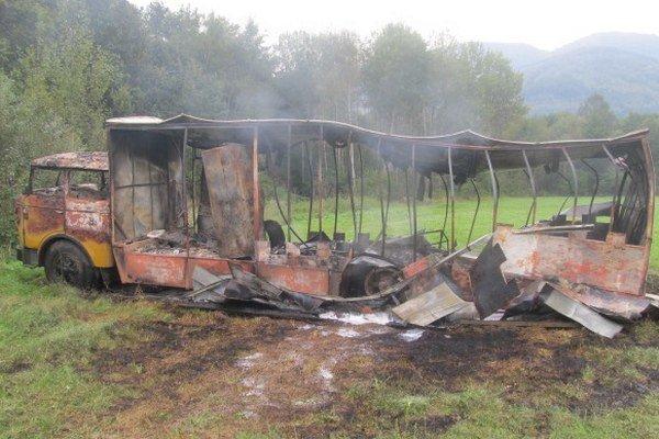 Polícia vyšetruje bližšie okolnosti požiaru.