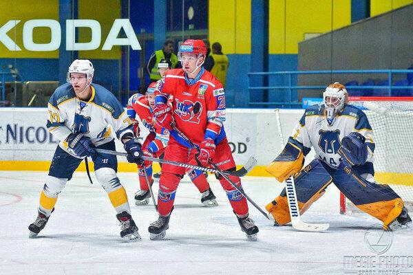 Alex Tamáši v drese Liptákov (v strede).