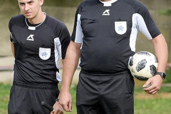 V okresnom futbale je k dispozícii maximálne 18 rozhodcov, čo je pre potreby zväzu málo.