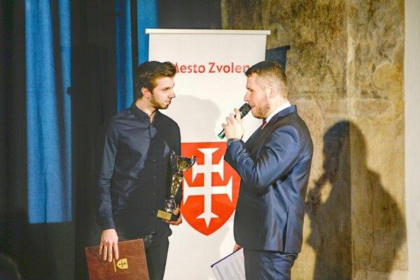 Erik Moravčík (vľavo) počas odovzdávania cien najúspešnejším športovcom Zvolena za rok 2018.