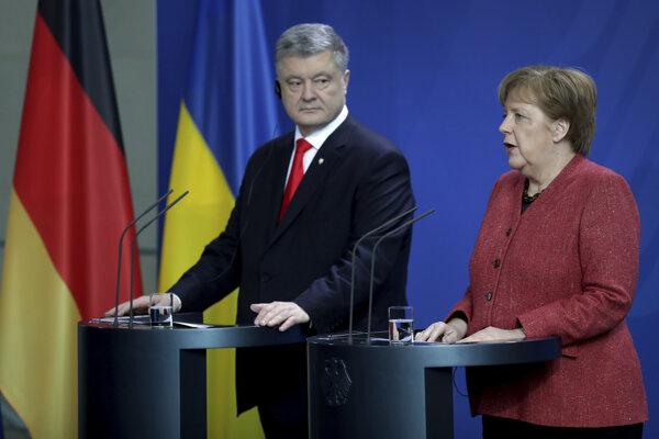 Ukrajinský prezident Petro Porošenko s nemeckou kancelárkou Angelou Merkelovou v Berlíne.