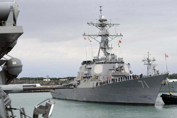 Americká vojnová loď USS Ross.