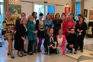 Starý Biskupský hostinec zdobia diela so slovanskou tematikou od umelcov zo Slovenska i zahraničia.