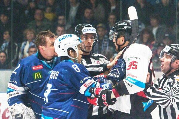 Hokejisti B. Bystrice si v sobotu vybojovali vedenie 3:0 v sérii.