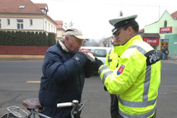 Pri akcii sa u cyklistov zisťoval alkohol v krvi a kontrolovala povinná výbava bicyklov.