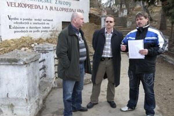 Nespokojní obyvatelia Lučenca spisujú petíciu proti vybudovaniu diskotéky v bývalých vinárskych závodoch.