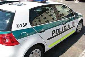 Policajní operátori vyhodnocujú každý telefonát.