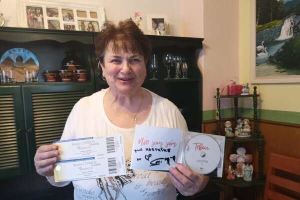 Šťastná výherkyňa s úplne novým CD od Stana Cypricha.