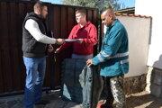 Distribúcia záhradných kompostérov do rodinných domov prebieha už druhý týždeň.