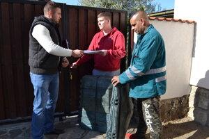 Distribúcia záhradných kompostérov do rodinných domov prebieha už niekoľko týždňov.