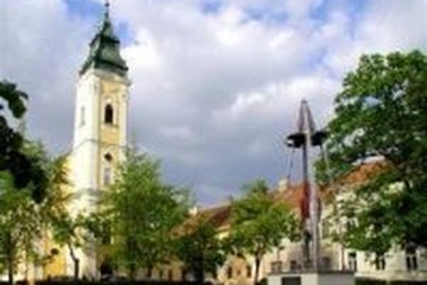 Mesto Lučenec má záujem o podanie žiadosti o grant na Obnovu Kubínyiho námestia.