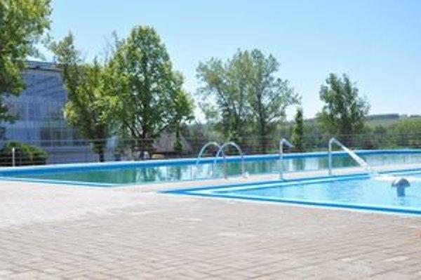 Po Vodnom raji vo Vyhniach, ktorý otvorili pred štyrmi rokmi je v Dolnej Strehovej druhý akvapark s termálnou vodou v banskobystrickom kraji.