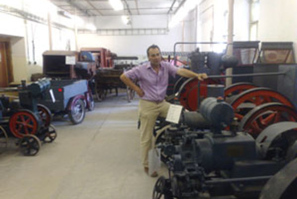 Stroje sú v múzeu označené lístkom s rokom výroby, výkonom motora, druhom paliva i menom pôvodného majiteľa.