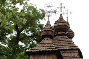 Drevený kostolík z Kožuchoviec sa nachádza v areáli Východoslovenského múzea. Pochádza z okresu Svidník a do Košíc ho priniesli v roku 1927. Postavený bol v roku 1741. Vedľa kostolíka je aj drevená zvonica z obce Ašvaň.