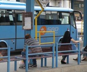 V prímestských autobusoch bude platiť už aj nulové tarifné pásmo.