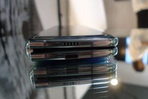 Smartfón Galaxy Fold v zloženom stave.
