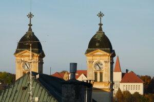 Kostolné veže.
