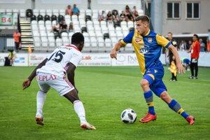 Milan Šimčák v drese Dunajskej Stredy v stretnutí proti Trenčínu.