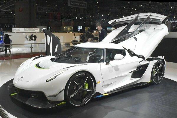 Jesko je podľa švédskeho výrobcu Koenigsegg megaautom, ktoré má ambície dosiahnuť maximálnu rýchlosť 300 míľ za hodinu, teda 482,8 km/h.