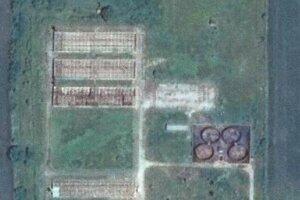 Satelitná snímka súčasného stavu farmy.