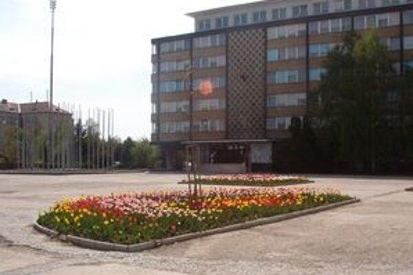 Námestie republiky v Lučenci pred rekonštrukciou.