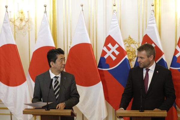 Šinzó Abe je na prvej návšteve Slovenska.