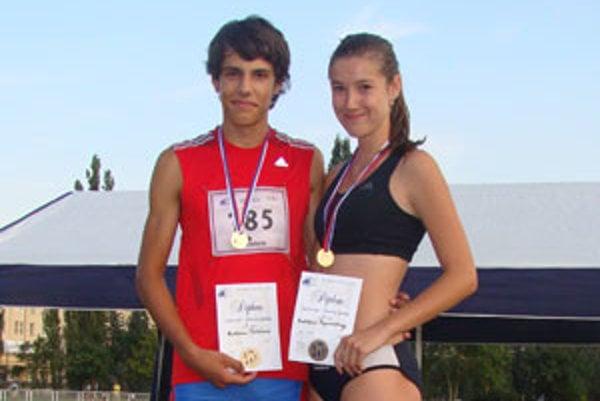 Úspešní mladí atléti Matúš Talán a Božidara Paprnáková.