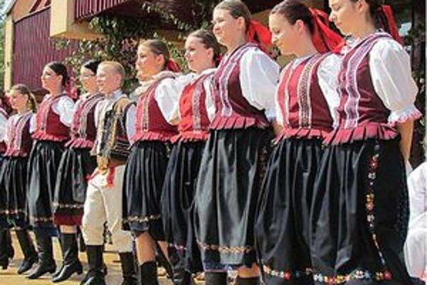 V Klenovci a Mihálygerge zaznejú hlasy folkloristov.