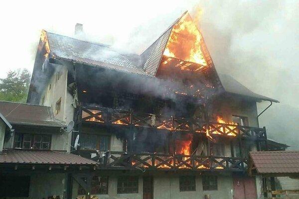 Požiar v obci Pitelová.