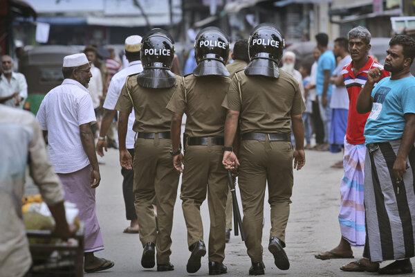 Polícia v moslimskej štvrti v Colombe.