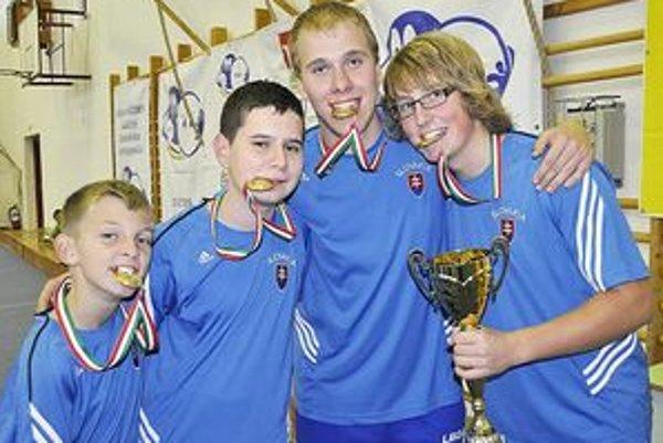 Víťazné družstvo (zľava): Tomáš Štolc, Lukáš Bolla, Daniel Obročník, Kristián Košťál.