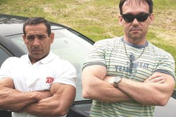 A. Cibuľa (vľavo) so svojím trénerom a manažérom Dušanom Ďubekom.