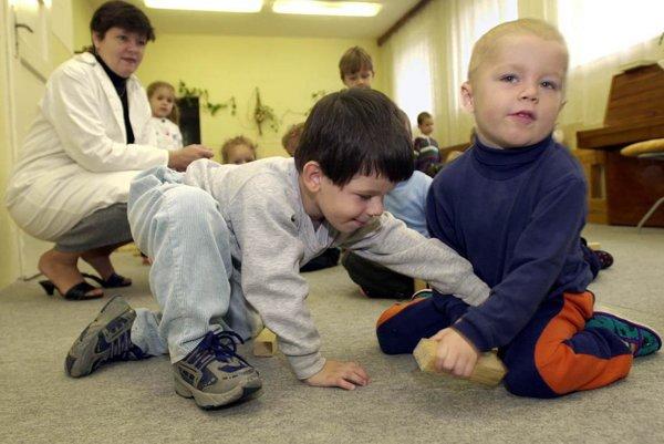 Deti budú v škôlkach vzdelávať po novom.