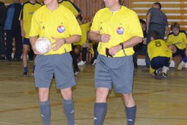 V 6. kole Balex Trade Futsal ligy udelili arbitri rovných desať karát, z ktorých jedna bola červená.