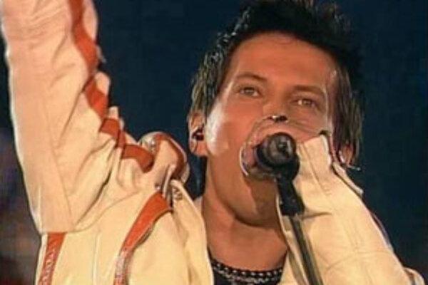 Na Mikuláša predstavil v televíznej šou Hodina deťom svoj nový singel Premýšľam nad tebou.