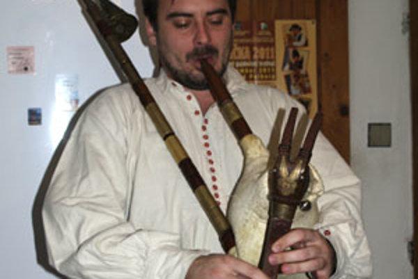 Sympatický folklorista Andrej za deväť rokov vyrobil niekoľko fujár.