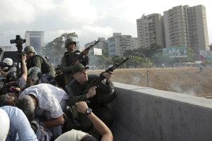 Vládne jednotky v Caracase.