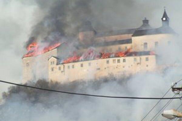 Národnú kultúrna pamiatka hrad Krásna Hôrka poškodil 10. marca rozsiahly požiar.