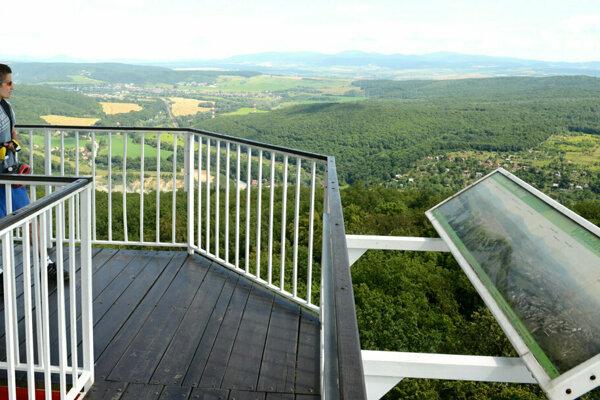 Z veže je výhľad na Košice a okolie.