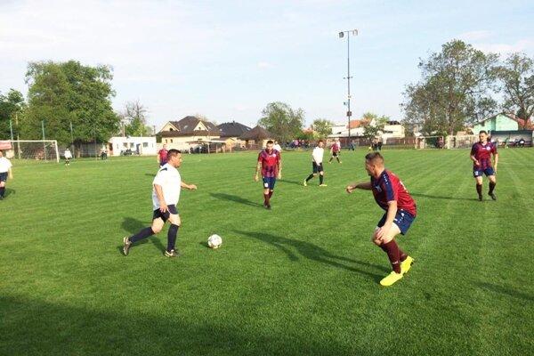 Hráči Veče (v červenom) porazili Hody 3:0.