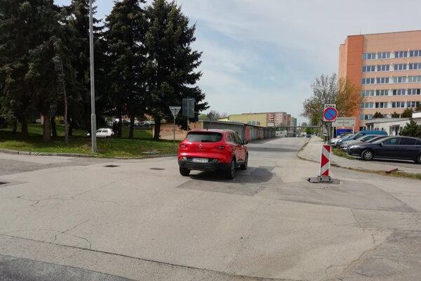 Oprava cesty si vyžiada 80-tisíc eur z rozpočtu mesta Senica.