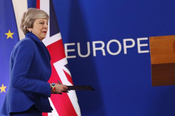 Pre vládu Theresy Mayovej bolo prioritou odísť pred európskymi voľbami. Nestihli to.