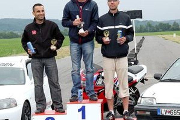 Najrýchlejšie trio: 1. Ján Bendiak, 2. Juraj Kossi, 3.Peter Lipták.