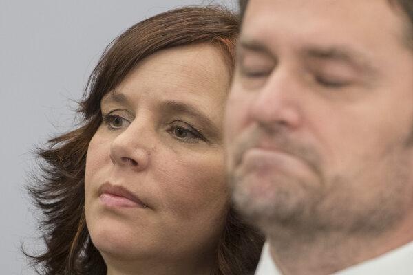 Poslanci NR SR vpravo Igor Matovič a vľavo Veronika Remišová (OĽaNO).
