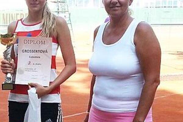 Ľ. Grossertová (vľavo) s bývalou reprezentantkou Radomírou Zrubákovou, riaditeľkou turnaja v Bratislave.