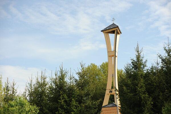 Nová zvonica a kaplnka sv. Floriána v Trnovom.