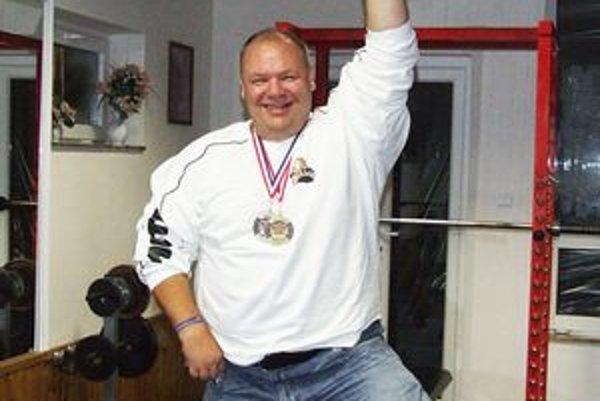 Peter Mihály st. chce mať vo svojej zbierke desať zlatých medailí zo svetových šampionátov. Deväť ich už vlastní.