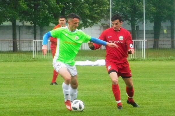 Jelka zvyšuje náskok v čele MO Galanta. V zelenom drese Marek Turlík.