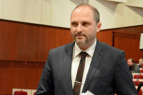 """Polaček sa nahneval na poslanca. """"Do obvinení vsunie slovo údajne, alebo vraví sa, aby sa vyhol trestnoprávnej zodpovednosti."""""""